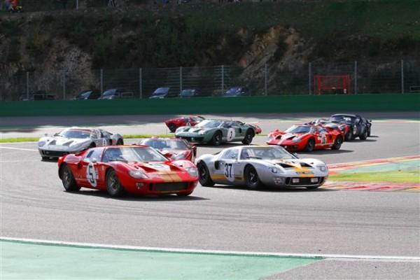 SPA-SIX-HOURS-2014-Le-départ-des-6-Heures-avec-déjà-les-Ford-GT40-en-tête-©-Manfred-GIET
