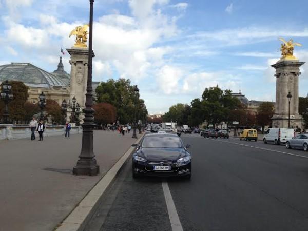 TESLA-2014-Essai-dans-les-rues-de-PARIS.