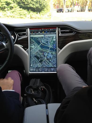 TESLA-S-2014-L-Imposant-GPS