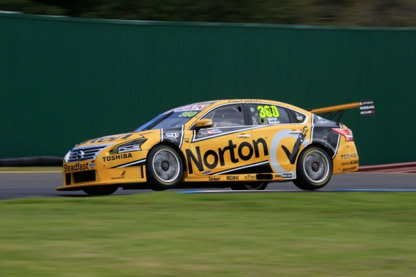 V8-SUPERCAR-2014-SANDOWN-500-James-MOFFAT-et-Taz-DOUGLAS
