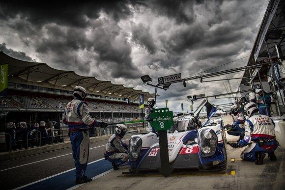 WEC-2014-AUSTIN-Avant-Orage-et-tempete-TOYOTA-08-DAVIDSON-Anthony-Buemi-Sebastien-Lapierre-Nicolas-Toyota-Ts-040-Hybrid-Lmp1-H-Team-Toyota-Racing