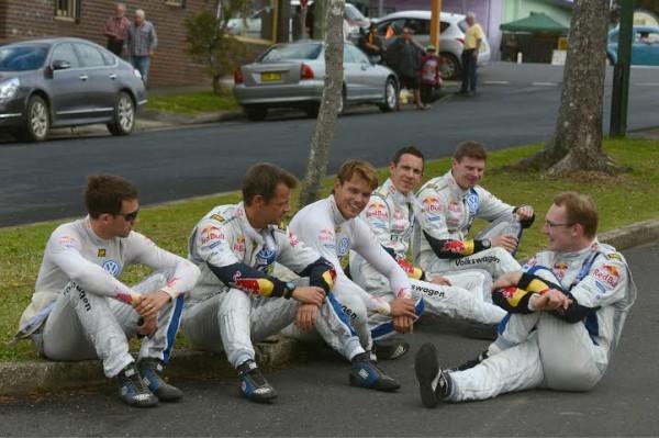 WRC-2014-AUSTRALIE-Un-moment-de-detente-pour-les-equipages-VW.