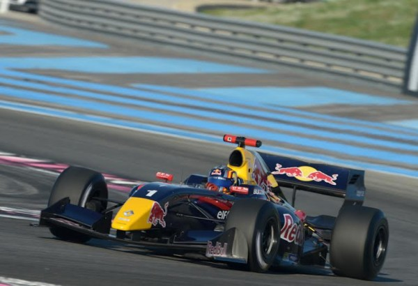 WSR-2014-PAUL-RICARD-Carlos-SAINZ-Junior-dans-la-seconde-course-Photo-Antoine-CAMBLOR.