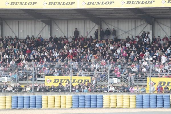 24 HEURES DU MANS CAMION 2014- Dimanche et malgre la pluie les tribunes étaient pleines a craquer.