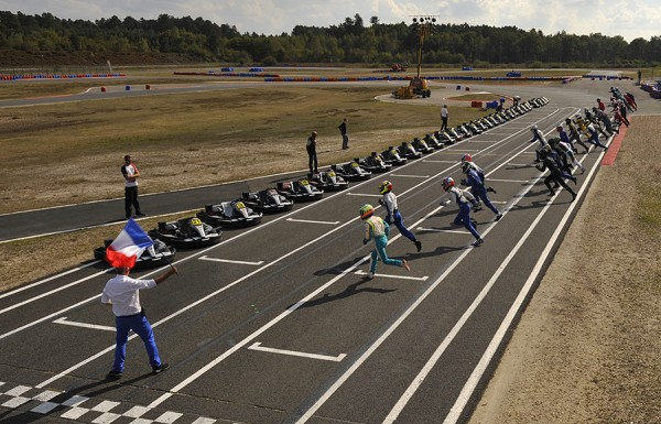 24 HEURES KARTING ALPINE SIGNATECH - Le depart -Photo Eric REGOUBY