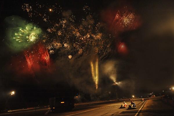 24 HEURES KARTING ALPINE SIGNATECH -Le traditionnel feu d artifice tiré a minuit pile -Photo Eric REGOUBY