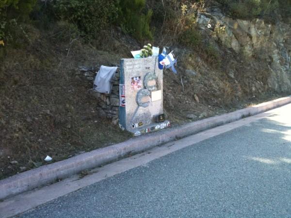 En CORSE- La Stéle hommage Toivonen Cresto entre CORTE et CASTIRLA - photo autonewsinfo