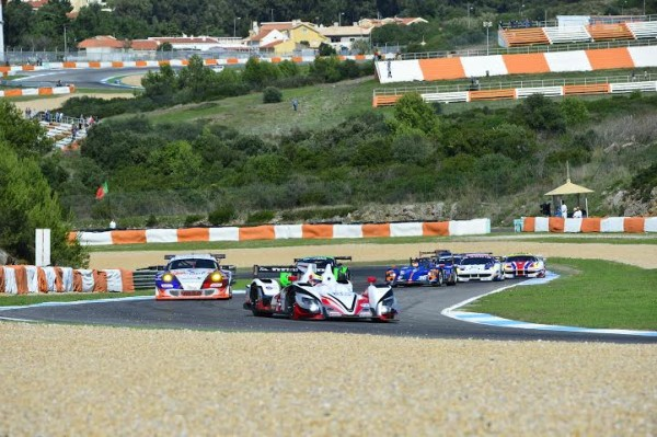 ELMS-2014-ESTORIL-Les-protos-bataillent-dans-l-imposant-trafic-des-GT-Photo-Max-MALKA