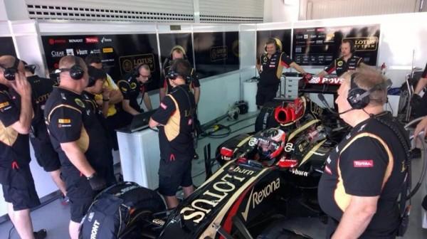 F1-2014-JEREZ-OCON-1er-roulage-en-F1-avec-la-LOTUS-RENAULT
