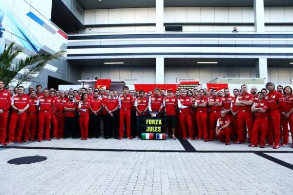 F1-2014-MARUSSIA-PENSE-EN-PERMANENCE-A-SON-PILOTE-JULES-BIANCHI.