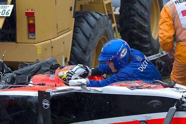 F1-2014-SUZUKA-Les-SECOURISTES-autour-de-Jules-BIANCHI.