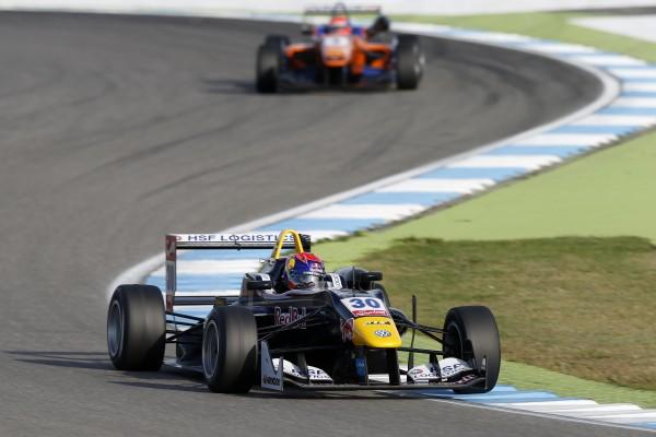 F3-2014-HOCKENHEIM-Max-VERSTAPPEN-devant-Lucas-AUER-1ére-course