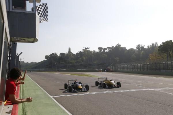 F3-2014-IMOLA-Max-Verstappen-Van-Amersfoort-2-Tom-Blomqvist-Jagonya-Ayam-with-Carlin-1er-et-Antonio-Giovinazzi-du-Jagonya-Ayam-with-Carlin-3éme.j  12 octobre 2014