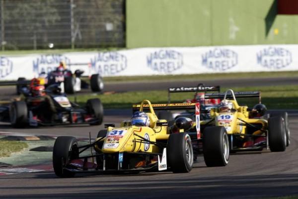 F3-2014-IMOLA-Tom-Blomqvist-Jagonya-Ayam-with-Carlin-1er-devant-Antonio-GIOVANAZI