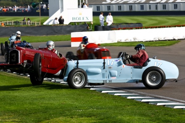 GOODWOOD-REVIVAL-2014-Alfa-Romeo-Tipo-B-de-1934-v.s.-Parnell-MG-de-1936