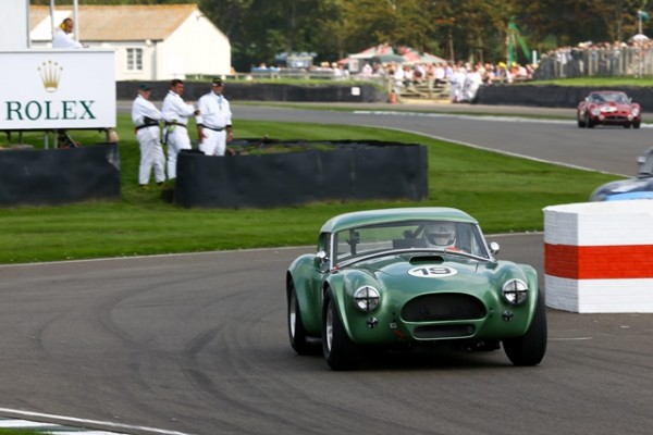 GOODWOOD-REVIVAL-2014-Bill-Shepard-et-Jochen-Mass-ACCobra-4727cc-de-1963