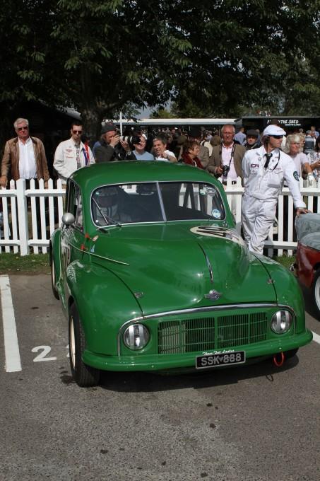 GOODWOOD REVIVAL 2014 - Question popularité, cette Morris Minor de 1949 était le pendant de notre bonne petite 4cv Renault.