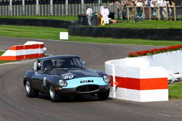GOODWOOD-REVIVAL-2014-Richard-Meins-et-Rob-Huff-Jaguar-E-Type-FHC-3781cc-de-1961.j