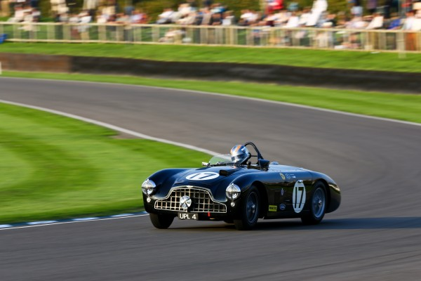 GOODWOOD-REVIVAL-2014-Rob-Hall.-jolie-dérive-contrôlée-au-volant-Aston-Martin-DB3.