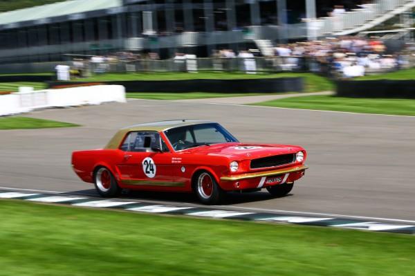 GOODWOOD-REViVAL-2014-Henry-Mann-et-Mat-Jackson-Ford-Mustang-4727cc-de-1965