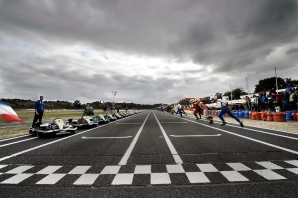 KARTING-24-HEURES-SIGNATECH-ALPINE-2013-Philippe-SINAULT-donne-le-depart