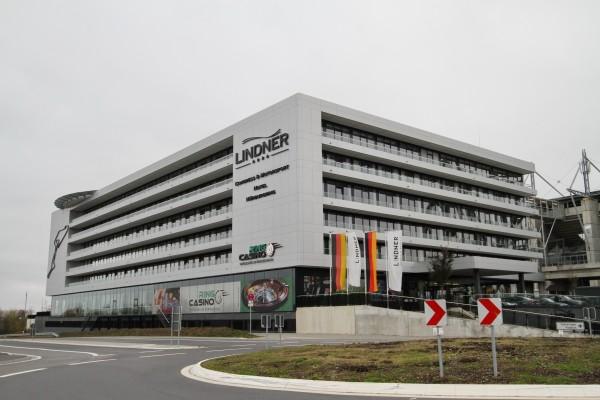NURBURGRING-Un-des-deux-hôtels-du-groupe-Lindner-avec-accès-direct-à-la-piste-©-Manfred-GIET