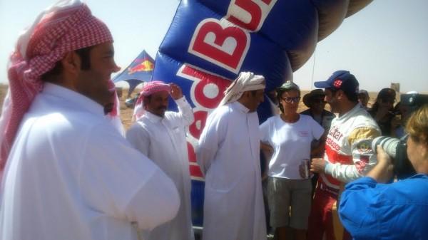RALLYE-OILYBIA-DU-MAROC-2014-Al-Attyah-entouré-de-ses-fans-venus-du-Qatar-pour-l-encourager