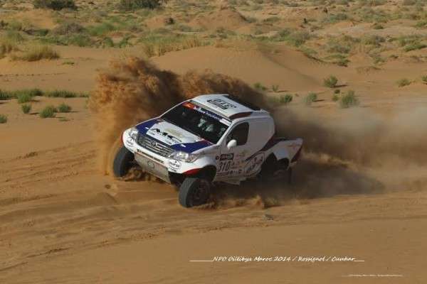 RALLYE-OILYBIA-DU-MAROC-2014-Le-Hollandais-TEN-BRINKE-Photo-Alain-ROSSIGNOL.