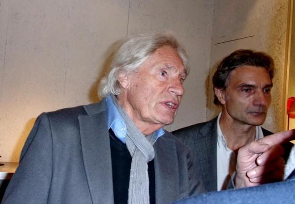 TESLA-Expo-Paris-le-27-octobre-2014-Peter-Klasen-explique-son-oeuvre-Photo-Patrick-Martinoli.