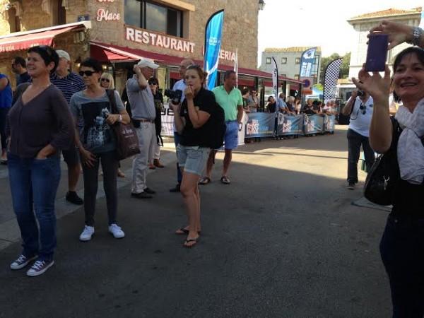 TOUR-DE-CORSE-HISTORIQUE-2014-Beaicoup-de-monde-dans-les-ruelles-de-la-vieille-ville-de-PORTO-VECCHIO-pour-assister-au-depart.