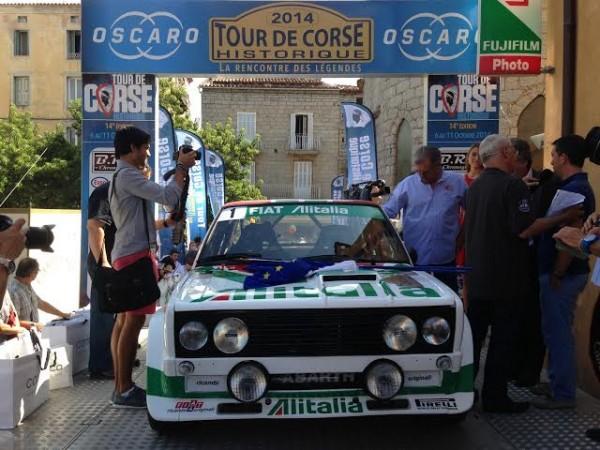 TOUR-DE-CORSE-HISTORIQUE-2014-La-FIAT-131-ABARTH-Groupe-4-de-Francois-PADRONA-le-vainqueur-sortant-avec-une-FORD-ESCORT-et-de-Stephane-PREVOST