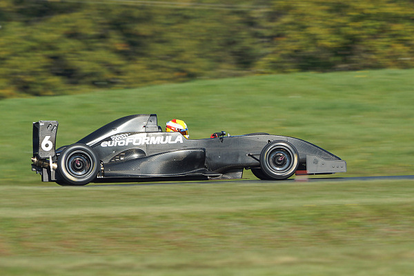 VOLANT-EURO-FORMULA-2014-Anthone-HUBERT-chauffe-la-monoplace-Photo-Claude-ROZE