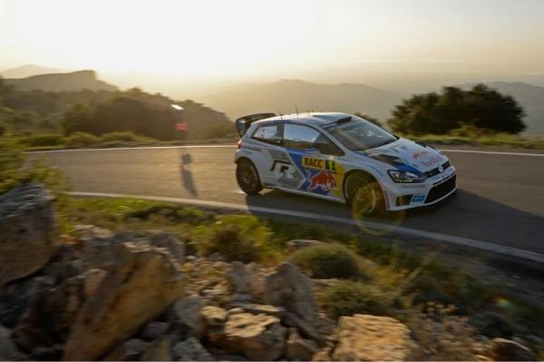 WRC-2014-CATALOGNE-Dimanche-26-octobre-Sebastien-OGIER-et-Julen-INGRASSIA-FILENT-VERS-LEUR-SECOND-TOTRE-DE-CHAMPIONS-DU-MONDE-WRC-pour-la-seconde-année-consécutive.
