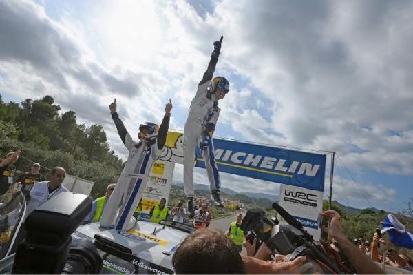 WRC-2014-CATALOGNE-Dimanche-26-octobre-Sebastien-OGIER-et-Julen-INGRASSIA-sacrés-CHAMPIONS-DU-MONDE-WRC-pour-la-seconde-année-consécutive.j