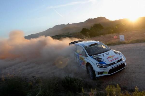 WRC-2014-CATALOGNE-Dimanche-26-octobre-Sebastien-OGIER-et-Julen-INGRASSIA-FILENT-VERS-LEUR-SECOND-TOTRE-DE-CHAMPIONS-DU-MONDE-WRC-pour-la-seconde-année-consécutive