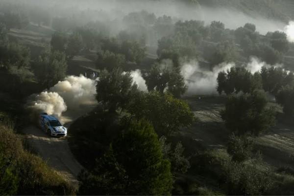 WRC-2014-CATALOGNE-La-VW-de-Andreas-MIKKELSEN.