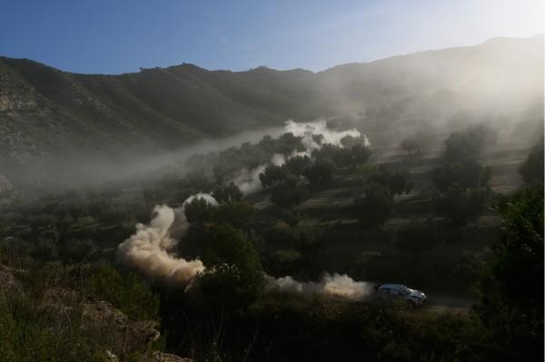 WRC 2014 CATALOGNE-VW Sebastien OGIER ouvre la piste....
