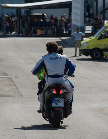 WSR-2014-JEREZ-Apres-son-abandon-Roberto-MEHRI-rentre-en-scoot-au-box-Photo-Antoine-CAMBLOR