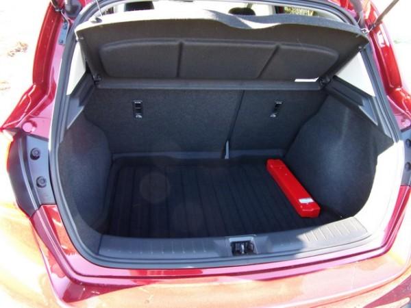 volume coffre nissan note nissan note plus tout fait la m me musique automobile essai nissan. Black Bedroom Furniture Sets. Home Design Ideas