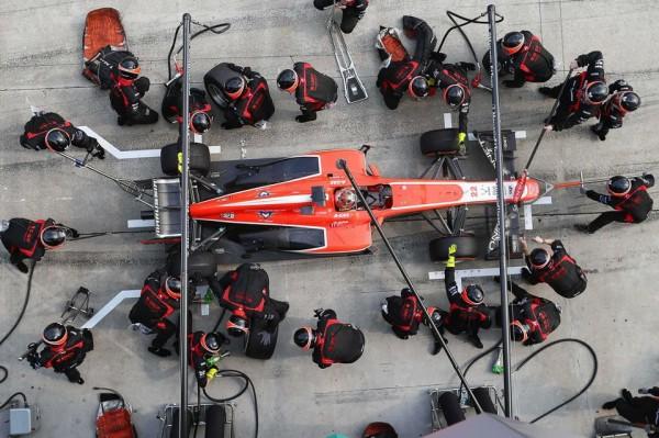 F1-2013-ARRET-RAVITAILLEMENT-Stand-MARUSSIA