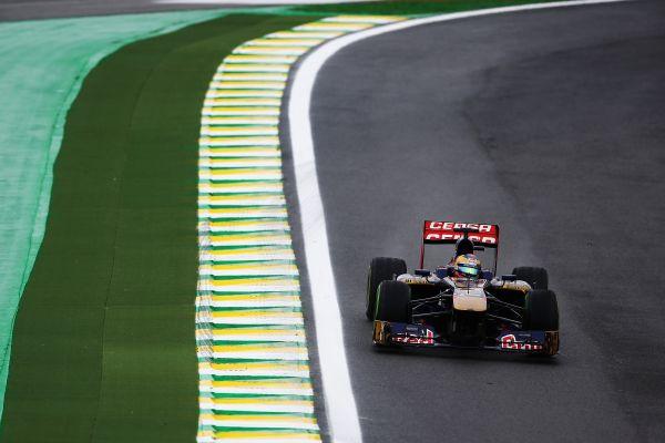 F1-2013-SAO-PAULO-La-TORO-ROSSO-de-Jean-Eric-VERGNE.