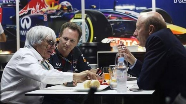 F1 2014 A BAHREIN  - BERNIE ECCLESTONE - Chris HORNER et  Donald Makenzie le CEO de CVC  Capital Partners