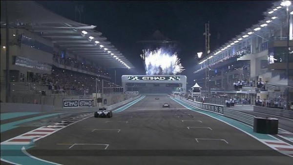 F1-2014-ABOU-DHABI-Dernier-tour-...-de-Lewis-HALMILTON-a-YAS-MARIN