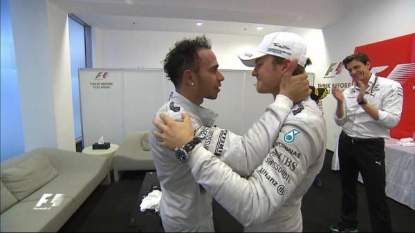 F1-2014-ABOU-DHABI-Nico-felicite-Lewis-le-nouveau-CHAMPION-du-monde-de-F1-2014