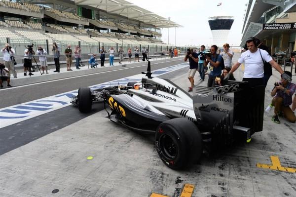 F1 2014 ABOU DHABI - Test de fin saison le mardi 25 novembre- 1er tour de roue officiel avec les autres équipes pour la McLAREN  HONDA