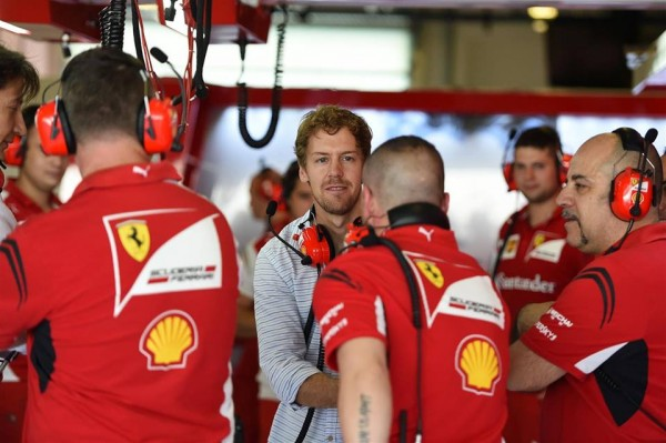 F1-2014-ABOU-DHABI-Test-fin-saison-le-mardi-25-novembre-Seb-VETTEL-en-visite-dans-sa-nouvelle-equipe.