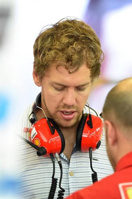 F1-2014-ABOU-DHABI-Test-fin-saison-mardi-25-novembre-Seb-VETTEL-en-visite-dans-sa-nouvelle-equipe