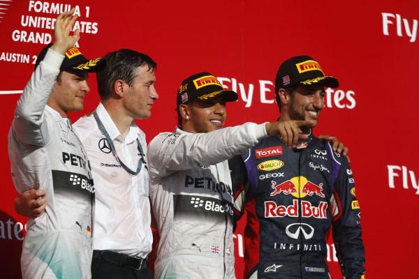 F1-2014-AUSTIN-Le-Podium-avec-HAMILTON-le-vainqueur-ROSBERG-second-et-RICCIARDO-troisieme.jpg 3 novembre 2014