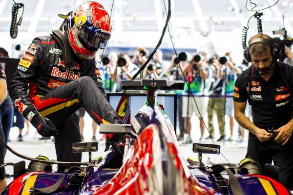 F1 2014 -AUSTIN - MAX VERSTAPPEN - 1ére SEANCE DES ESSAIS LIBRES au volant de la TORO ROSSO de Jean Eric VERGNE le 31 octobre.