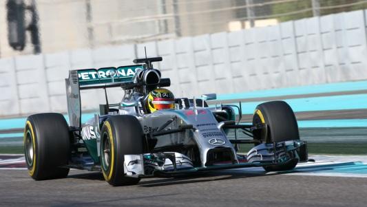 F1-2014-YAS-MARINA-La-MERCEDES-de-Pascal-WERLHEIN-le-mercredi-26-novembre-au-test-de-fin-de-saison-a-ABOU-DHABI